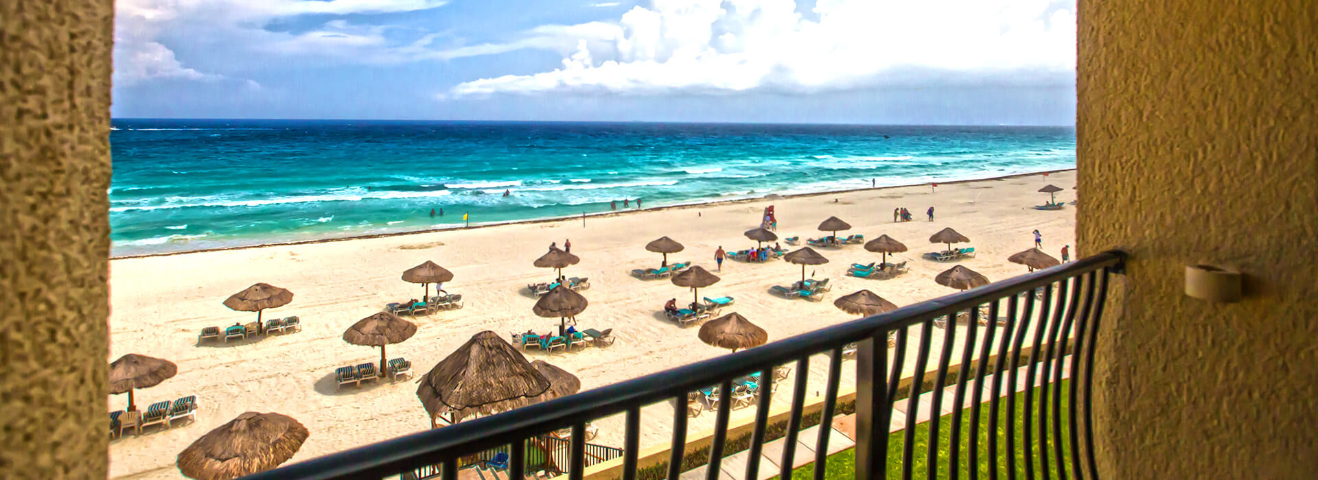 Beachfront Junior suite with private balcony to the dazzling Caribbean beach landscapes