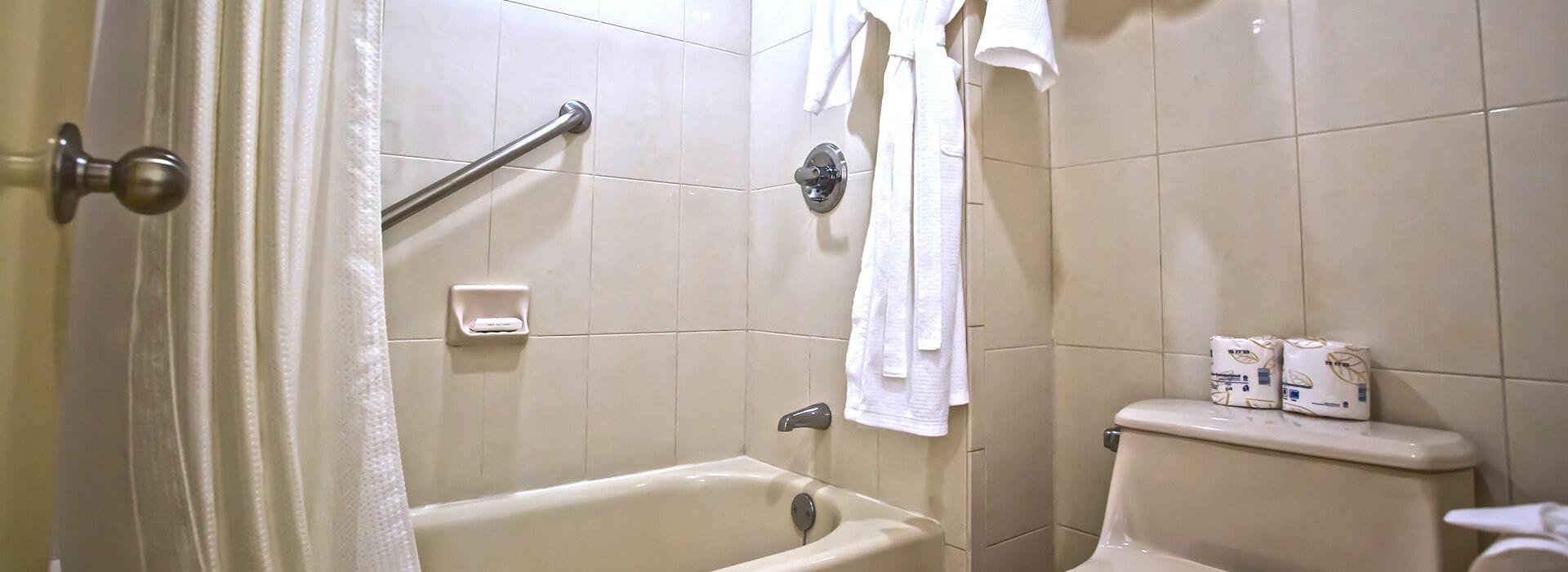 Junior Suite con vista al mar y tina en el baño completo y privado de tu habitación