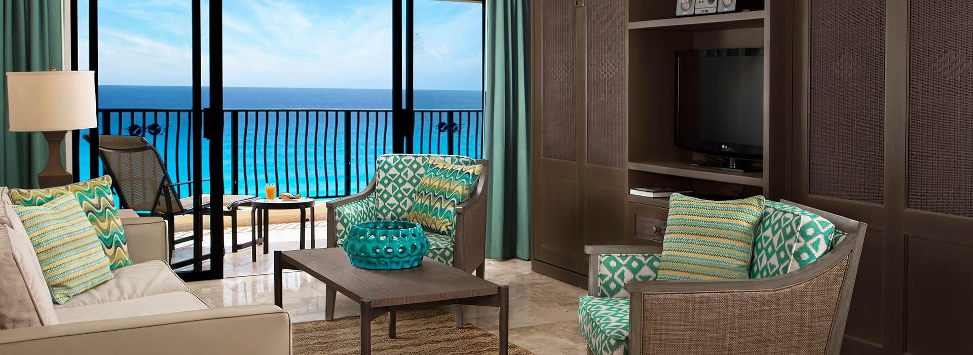 Balcón privado de nuestras villas frente al mar en nuestro resort Todo Incluido en Cancún