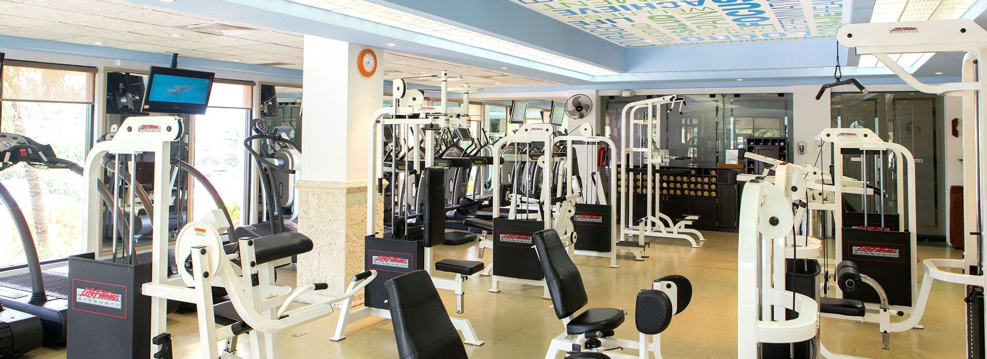 The Royal Sands Resort Todo Incluido cuenta con un gimnasio totalmente equipado