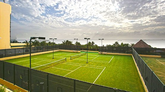 At the Royal Sands you can play tennis at the beach in Cancun