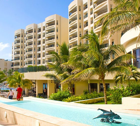 Best family vacation at a beachfront resort in Cancun with All Inclusive Plan and family amenities
